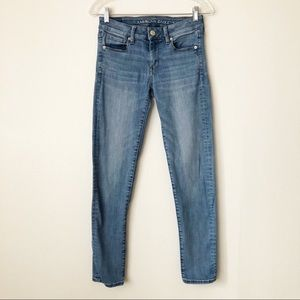 American Eagle Light Wash Skinny Jeans 4